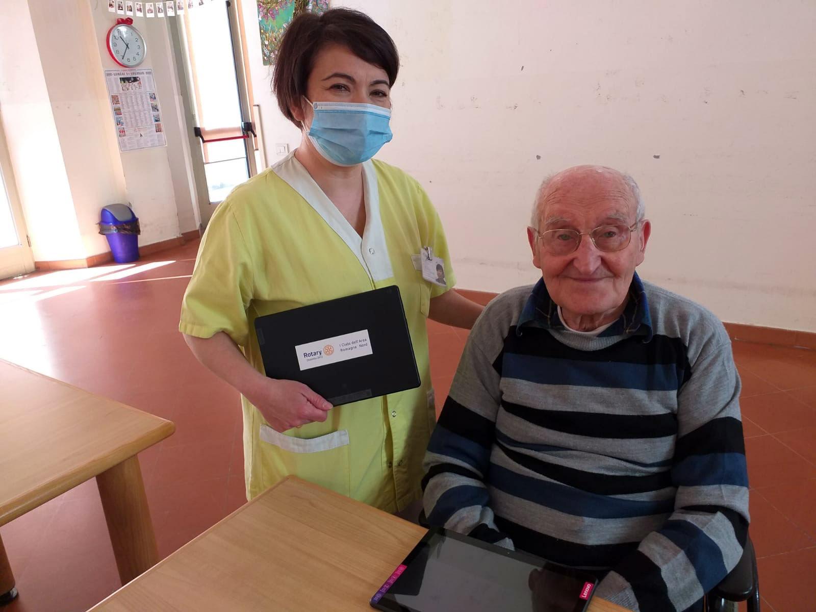 Donati 25 tablet dai Rotary Club del gruppo Romagna Nord alle nostre strutture